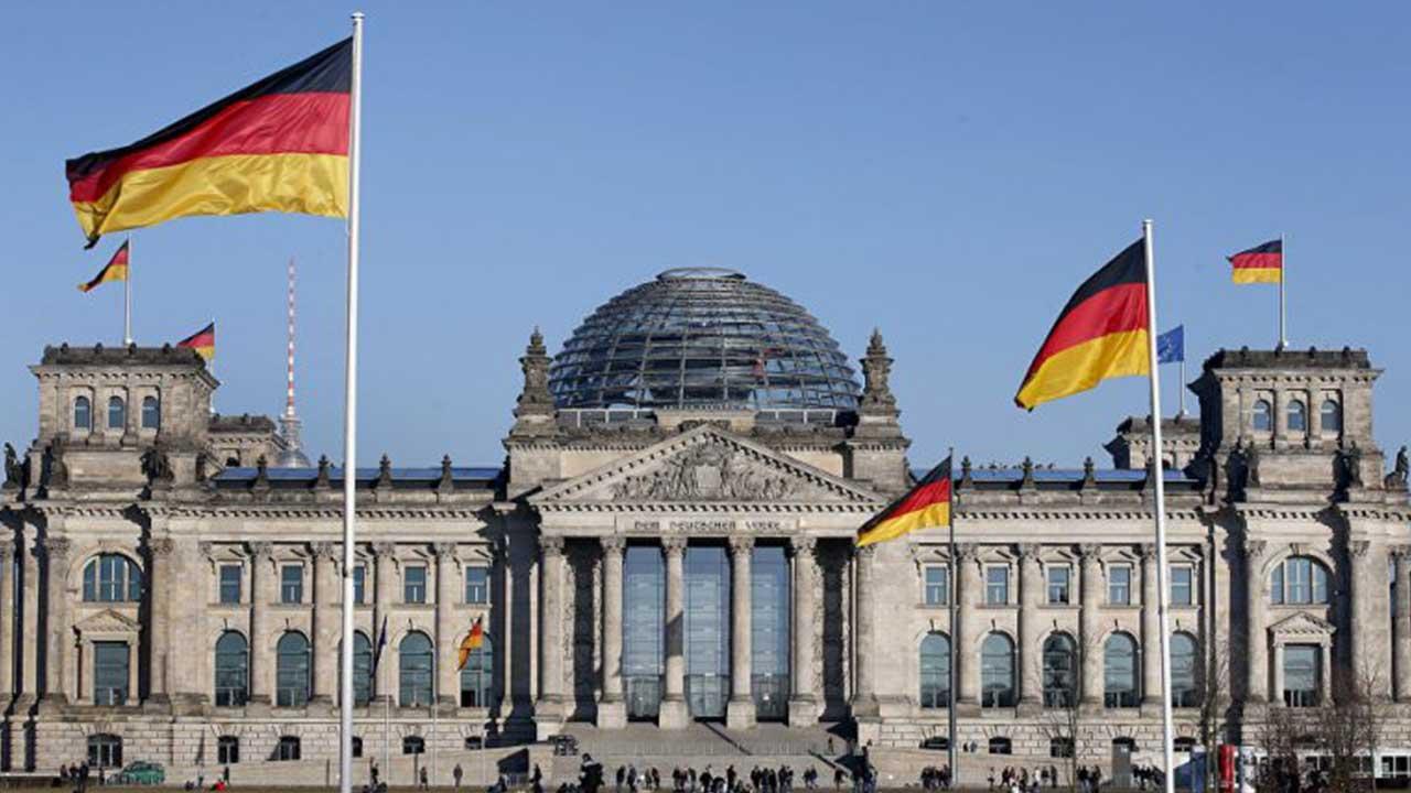 سأخون ألمانيا اليوم وأخبركم عن سبب تقدمها-درس في القيم العملية.